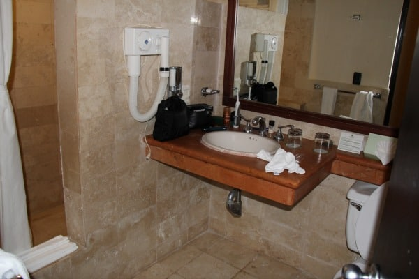 sandos caracol bathroom