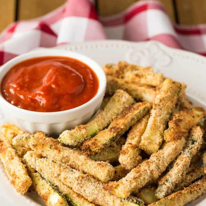 Baked Zucchini Fries recipe - a side, or a replica of a fancy appetizer you'd get at a restaurant, pair with marinara sauce for dip