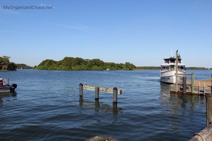 disney world marina boat majic kingdom fort wilderness resort