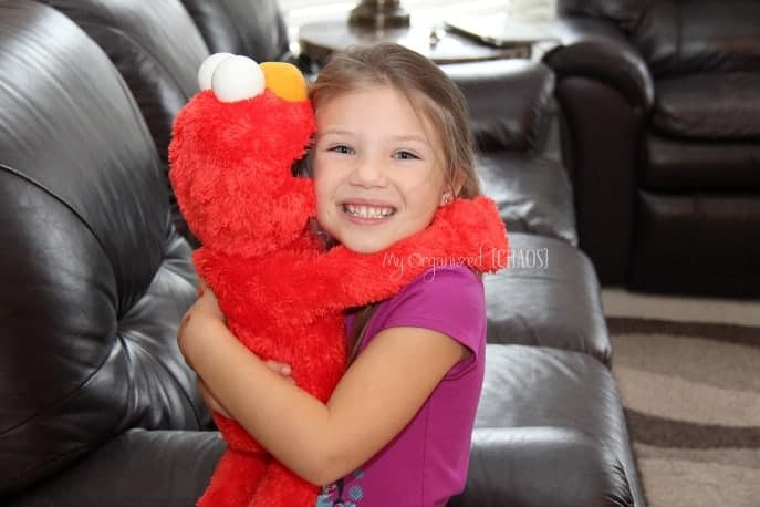 big-hugs-elmo-review-giveaway-holiday-gift-guide