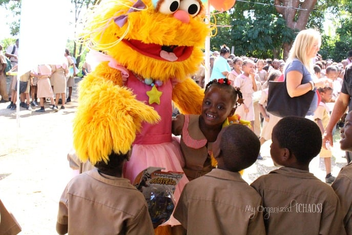 beachesmoms-sandals-foundation-school-visit-toy-donation