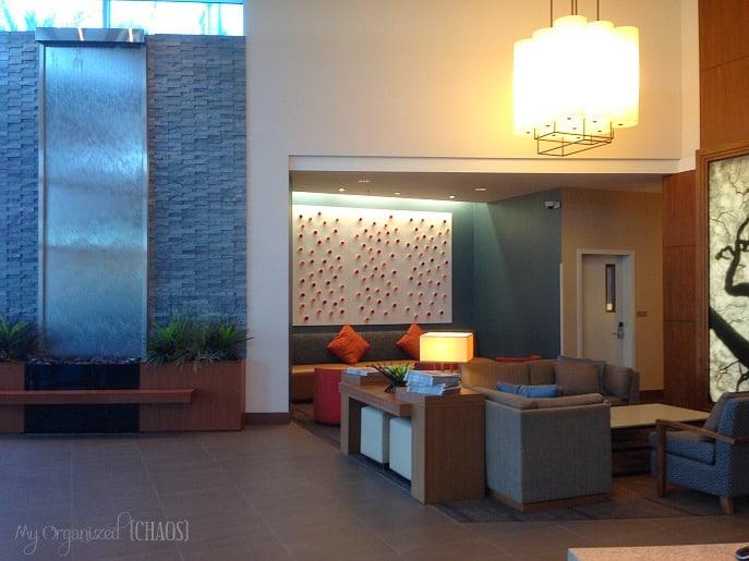 Hyatt-Place-Los-Angeles-lobby