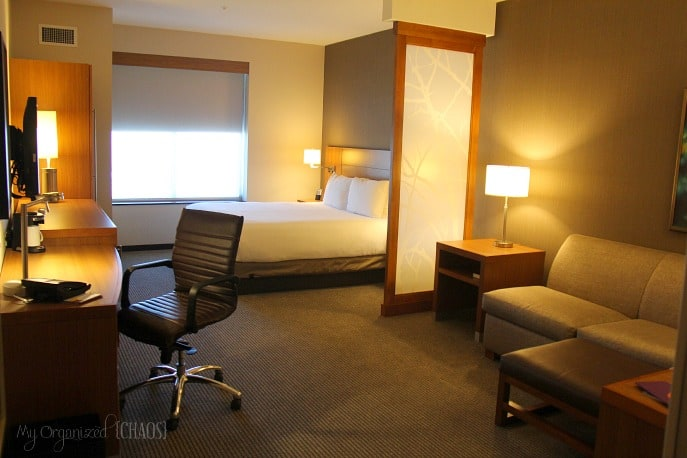 Hyatt-Place-Los-Angeles-standard-suite