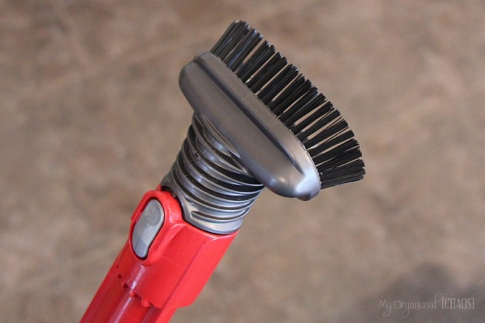 Stiff-bristle-brush-dyson-dc66-review