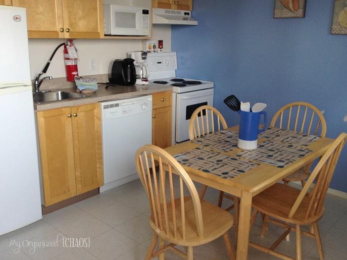 Pine-Lake-Leisure-Club-Cabins-Parkbridge-kitchen