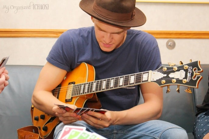 playing-UNO-with-cody-simpson