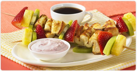 french_toast_fruit_kabobs_with_dip