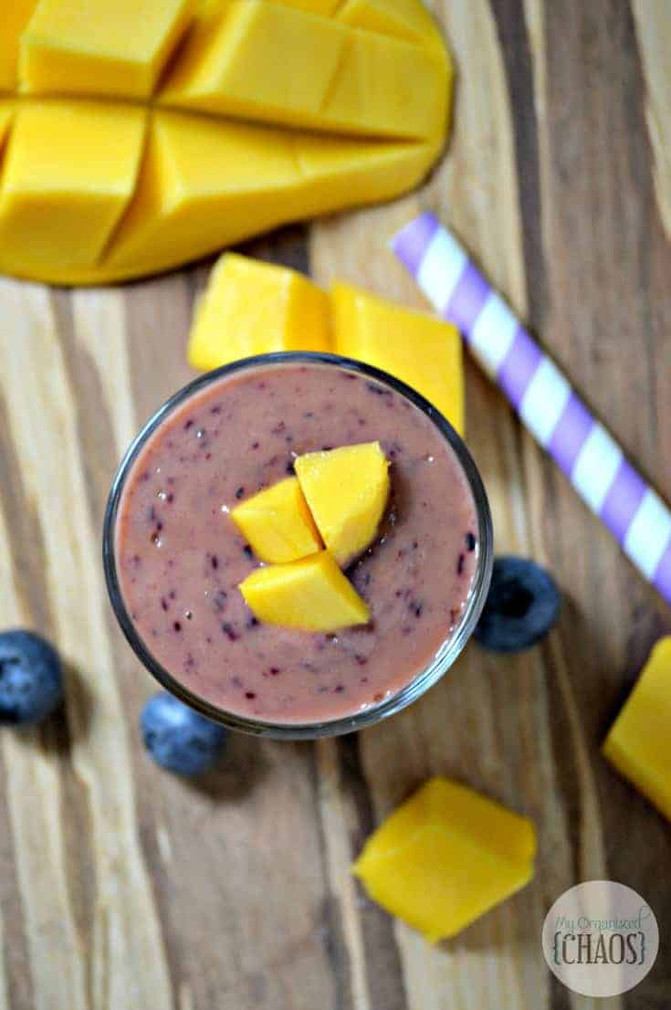 easy Blueberry Mango Smoothie recipe
