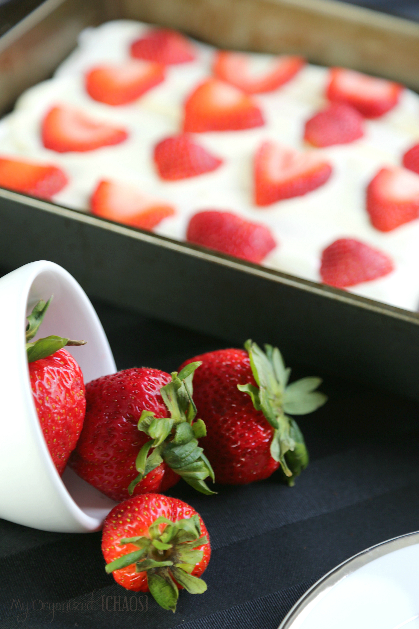 strawberry cake cream cheese icing