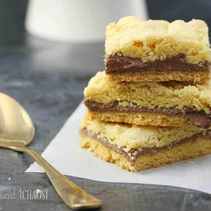 An easy Reese Crumble Cake Bars recipe