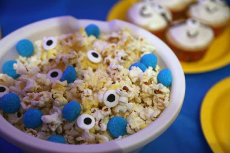 DIY minion popcorn