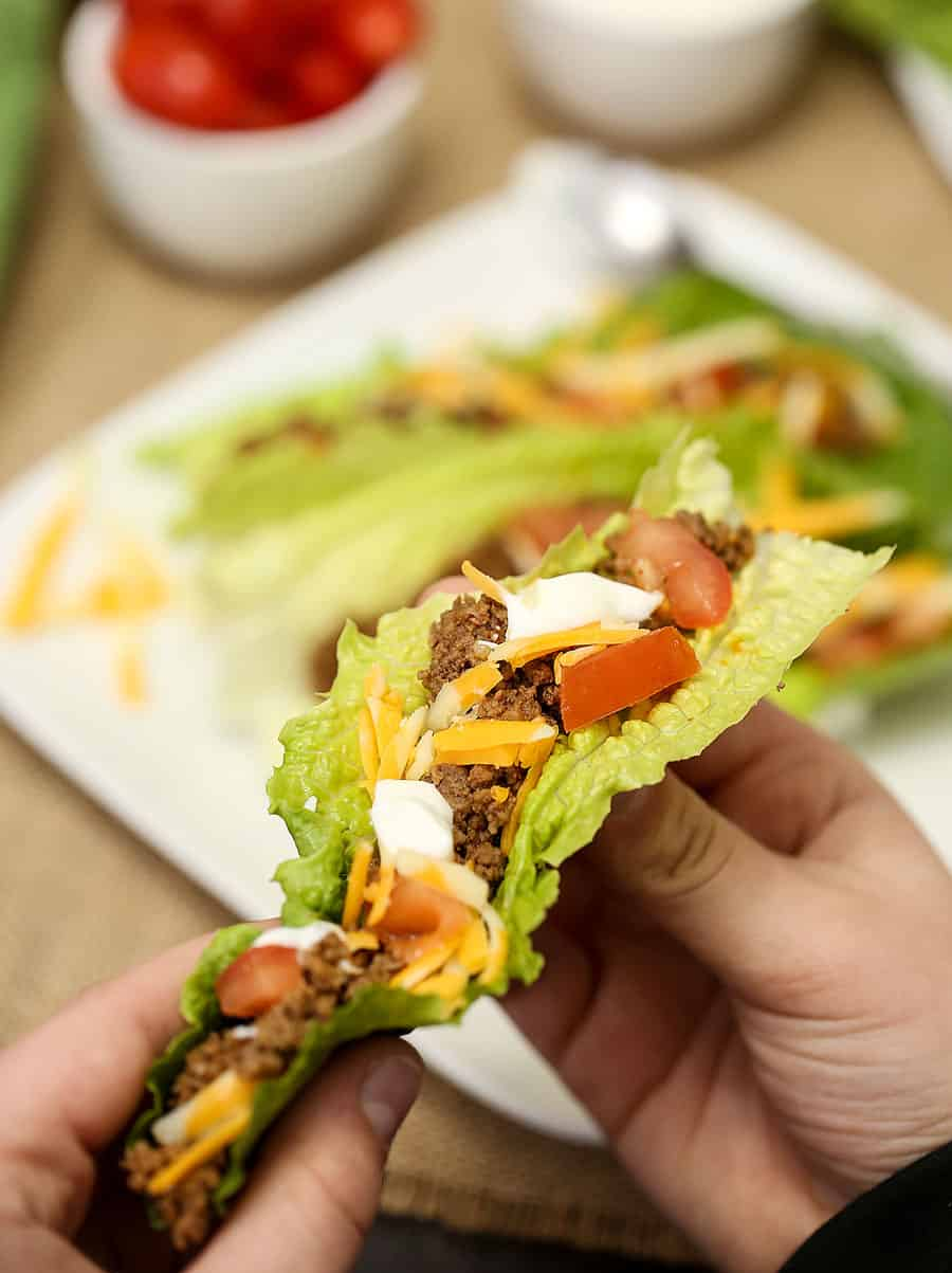 Low Carb Taco Lettuce Wraps - super simple to make and so tasty, healthy eating is easy with recipes like this one! You can have this delicious dinner on the table in minutes with this taco recipe