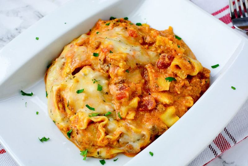 Making a homemade comfort food that the whole family loves just got easier with this Slow Cooker Easy Lasagna! This Italian dish often served on special occasions can now be enjoyed on any day thanks to delicious and traditional lasagna ingredients cooked in the crockpot.