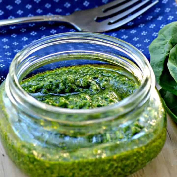 Simple Spinach Cashew Pesto
