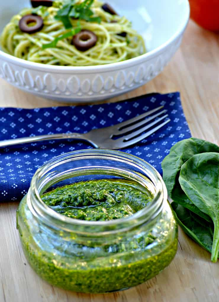 Simple 5 Minute Spinach Cashew Pesto